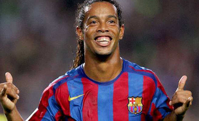 Ronaldinho desmiente su boda con dos mujeres