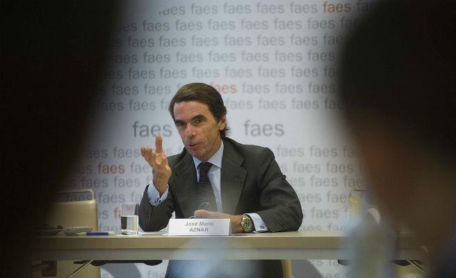 Aznar regresa a la escena pública mientras Rajoy define el futuro del PP tras perder La Moncloa