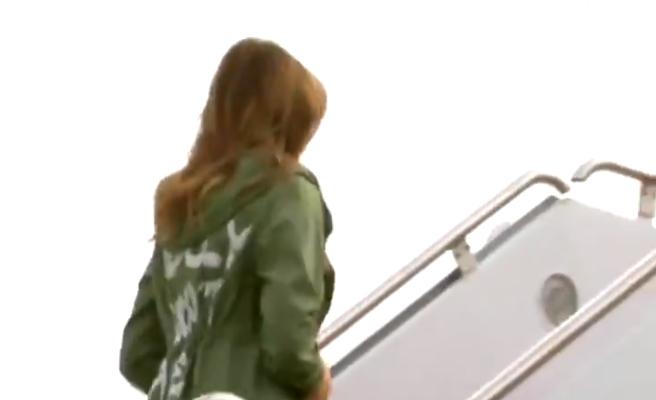 La polémica gabardina de Zara que vistió Melania en su visita a los niños inmigrantes