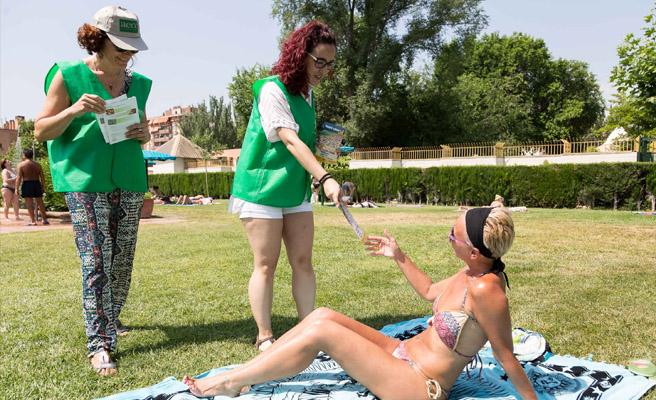 La campaña 'sol sin riesgo' regresa a las piscinas municipales