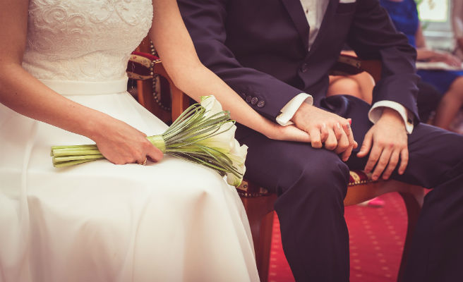 Suspende su boda en plena ceremonia y desencadena una pelea monumental entre las familias