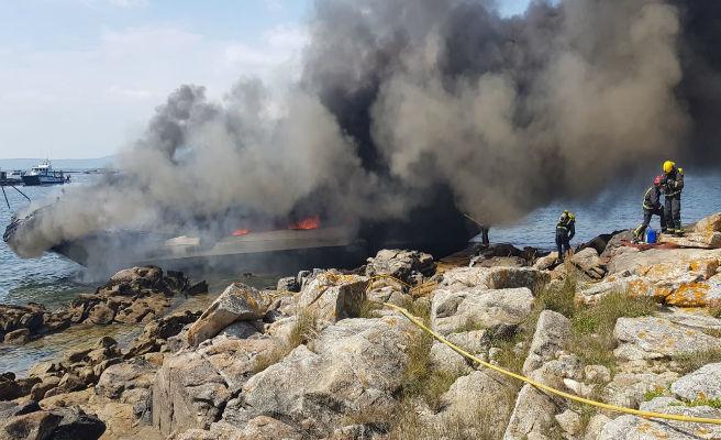 Un catamarán con 52 pasajeros se incendia cerca de O Grove (Pontevedra)
