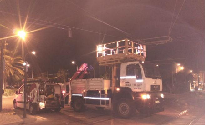 La circulación del tranvía de València recupera la normalidad tras solucionarse el enganchón contra un camión
