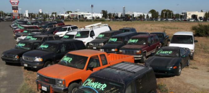 El PSOE propone regalar un abono transporte a quien desguace su coche contaminante