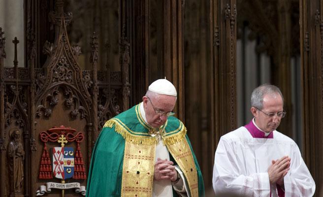 Boda sorpresa de una trabajadora del Vaticano y un guardia suizo de la mano del Papa