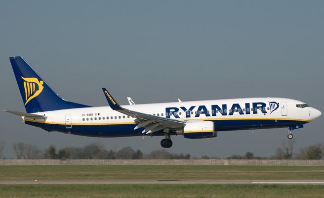 Ryanair anuncia recortes y despidos si continúan las huelgas de los tripulantes de cabina