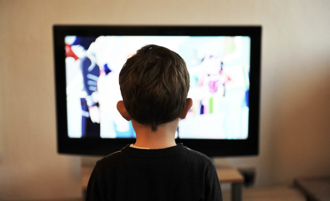 El confinamiento dispara el consumo de televisión a seis horas al día, un récord histórico