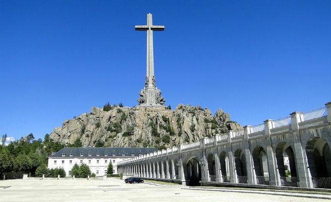 El Gobierno obtiene el visto bueno de la familia Franco para su exhumación
