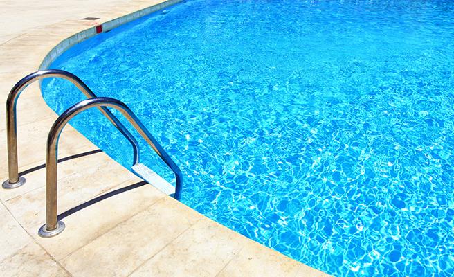 """Una piscina de Tarragona cierra por """"reiterados episodios de defecación"""""""