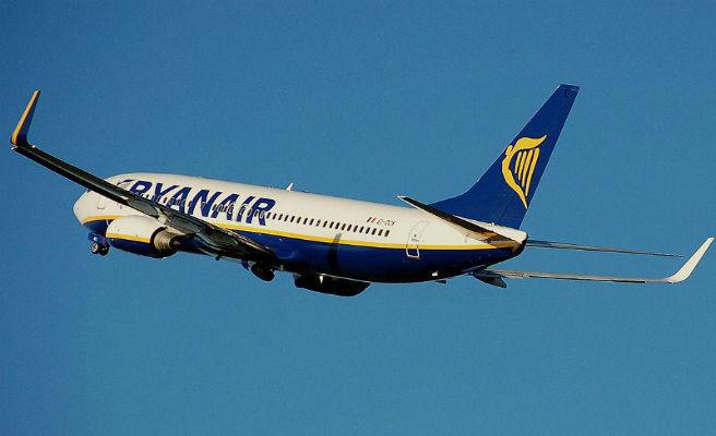 Facua y OCU piden a Fomento que actúe contra el cobro ''abusivo'' de equipaje de mano en los aviones