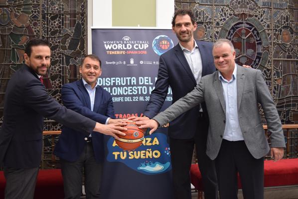 El alcalde analiza con la FEB los detalles de la Copa del Mundo de Baloncesto Femenino