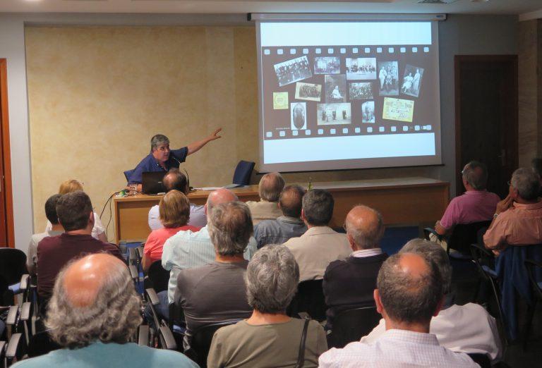 La Casa de la Cultura se llena de público para conocer la historia de la fotografía de Guía  de la mano de Sergio Aguiar