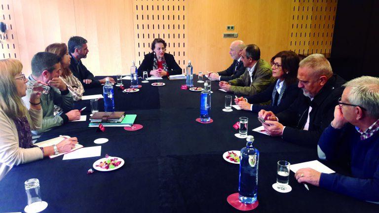 Magdalena Valerio y el delegado del Gobierno, Javier Losada, se reúnen con los representantes de los sindicatos gallegos de la mesa de diálogo social a nivel estatal