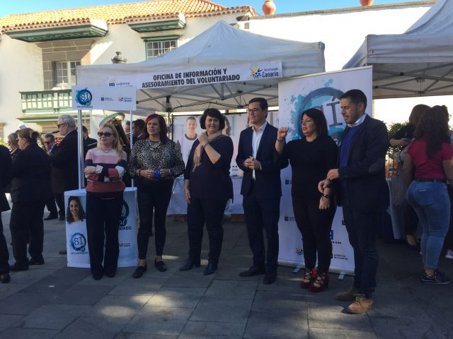 Resultado de imagen de El espíritu solidario tomó este jueves la plaza de San Juan en la primera Feria de Participación Ciudadana y Voluntariado de Telde
