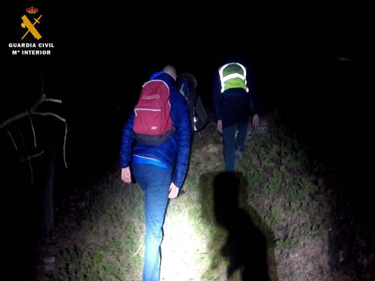 La Guardia Civil de Zaragoza, a través del Equipo de Rescate e Intervención en Montaña de Tarazona, auxilia a dos senderistas en el Moncayo a última hora de la tarde de ayer