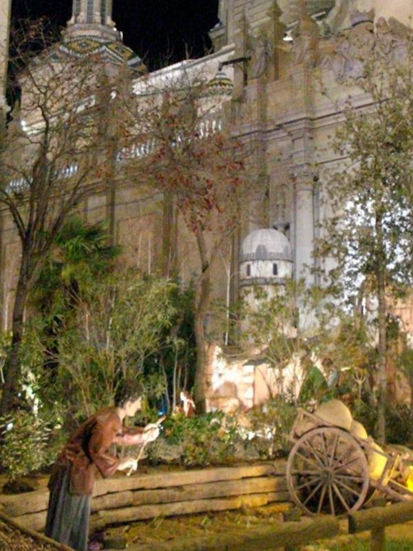 Comienza el montaje del Belén en la Plaza del Pilar de Zaragoza