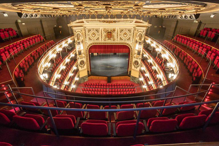 El anfiteatro del Teatro Principal de Zaragoza se abre al público con nuevos asientos