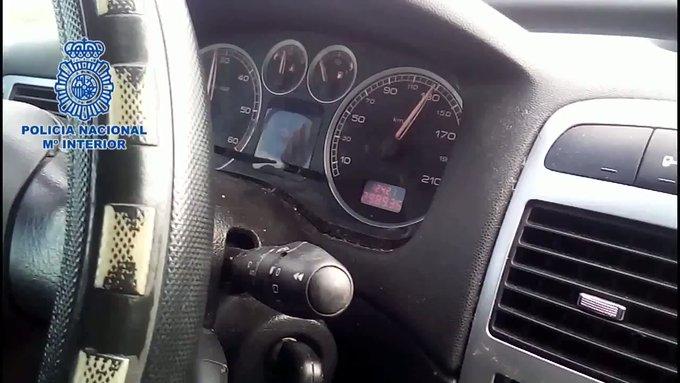 La Policía detiene a un menor que conducía a 160 km/h mientras su padre le jaleaba