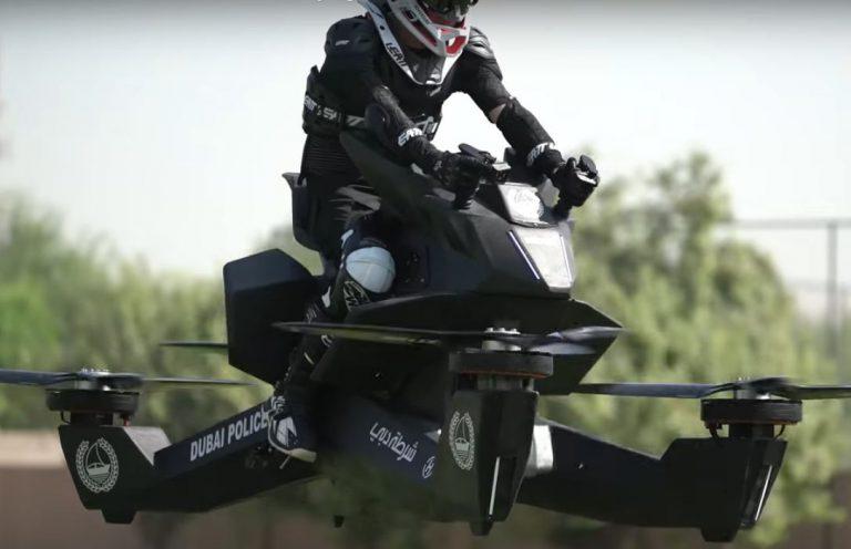 La policía de Dubai entrena ya sobre sus motos voladoras