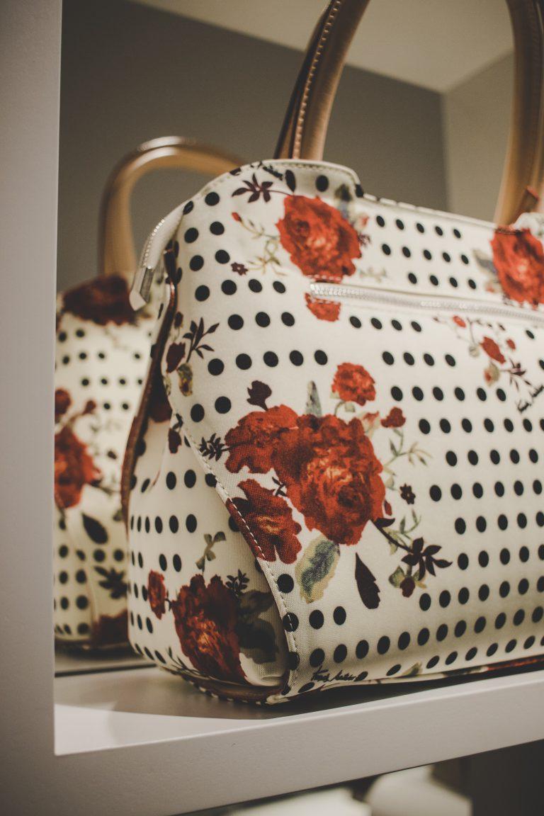 Complementoslamonsita.com tu tienda online de confianza para comprar bolsos de piel y otros complementos de moda que triunfan