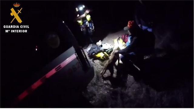 Espectacular rescate: así salvó la Guardia Civil a un perro que se había caído por un barranco