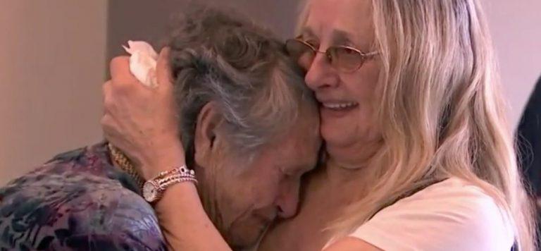 Una madre de 88 años se reúne con su hija de 69 a la que creía muerta