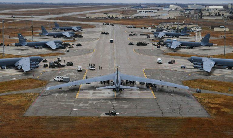 El Ejército americano felicita el año bromeando sobre el uso de las bombas