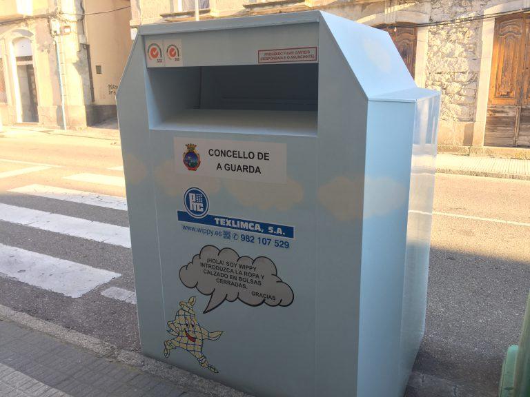 El Concello de A Guarda instala 5 contenedores de recogida de ropa usada