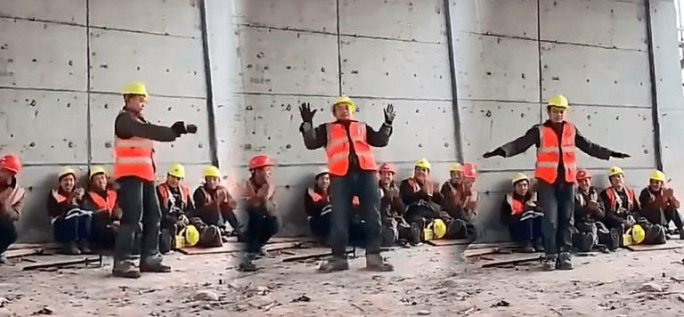 Un obrero se viraliza con su imitación del 'moonwalk' de Michael Jackson