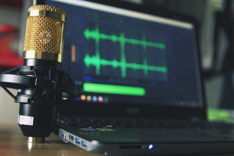 Claves que ponen en práctica los locutores profesionales para cuidar su voz