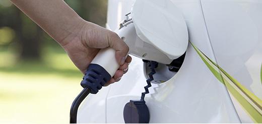 Falseó 40.000 km de combustible de un vehículo oficial sin uso para repostar el suyo