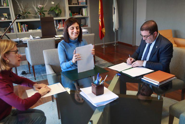 El alcalde de A Cañiza firma con la Consellería de Medio Ambiente y Territorio el Convenio para la Urbanización de la AR3 en la zona del Regueiro