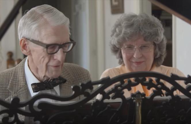 La mágica celebración de un matrimonio por su 60 aniversario de bodas: recrean la película de Disney 'UP'
