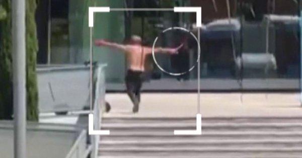 Desata el pánico al entrar desnudo en un gimnasio de Málaga y acuchillar a un hombre