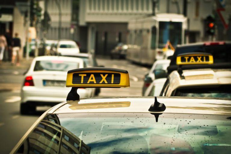 6 de cada 10 ciudades no cumple la normativa de taxis accesibles para personas con movilidad reducida