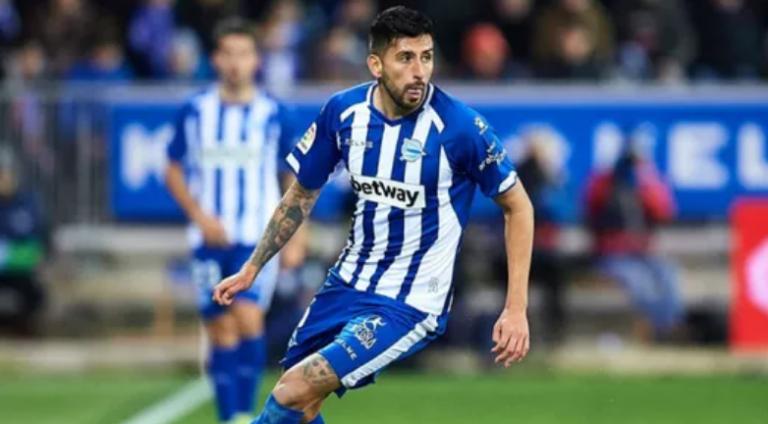 2-0. Lucas Pérez y Joselu dan aire al Alavés