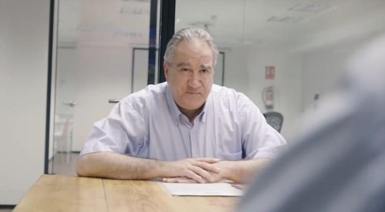 El protagonista de la campaña viral 'Contrata a mi padre' encuentra trabajo tras 600 email y 30 entrevistas