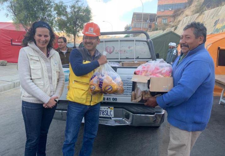 Más de cien familias afectadas por un derrumbamiento en Bolivia reciben alimentos con el apoyo del Colegio de Enfermería de Cuenca