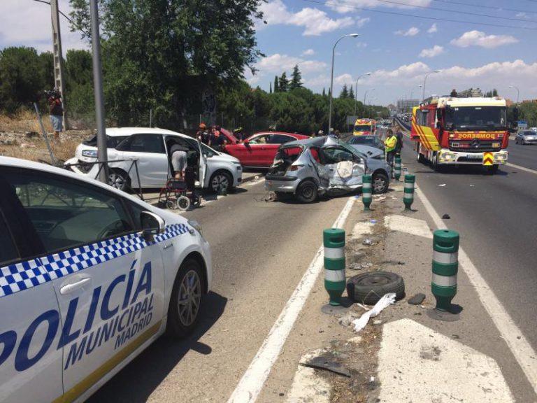 Siete heridos, una de ellos muy grave, en un accidente entre cuatro vehículos y una moto en la A-42