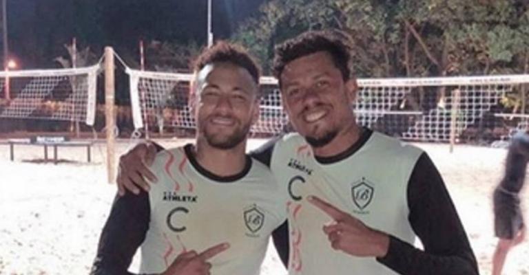 El futvoley como terapia para Neymar en plena tormenta