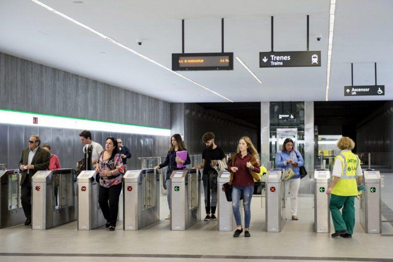 El Metro de Granada recibe un notable alto de sus usuarios