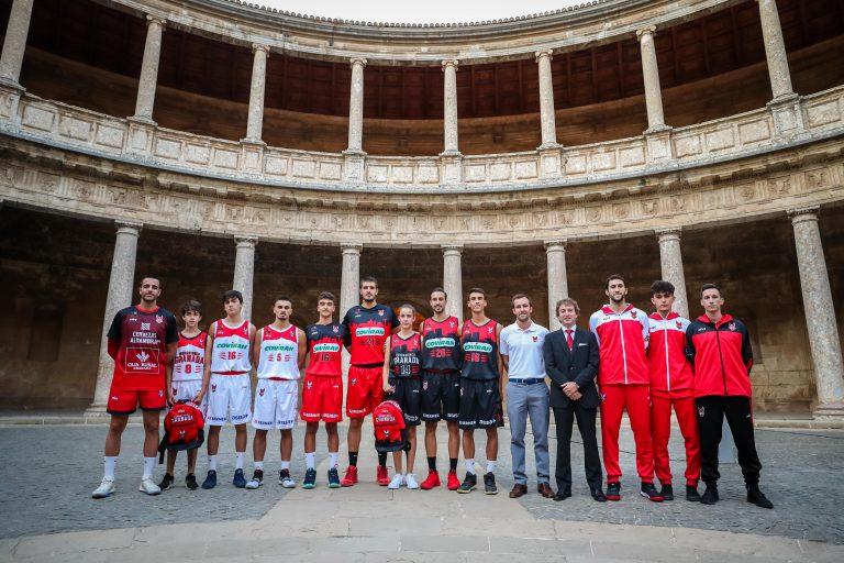 El Coviran Granada 'luce' las nuevas equipaciones en la Alhambra