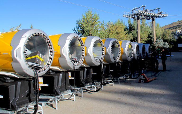 Sierra Nevada recibe 33 nuevos cañones de producción de nieve
