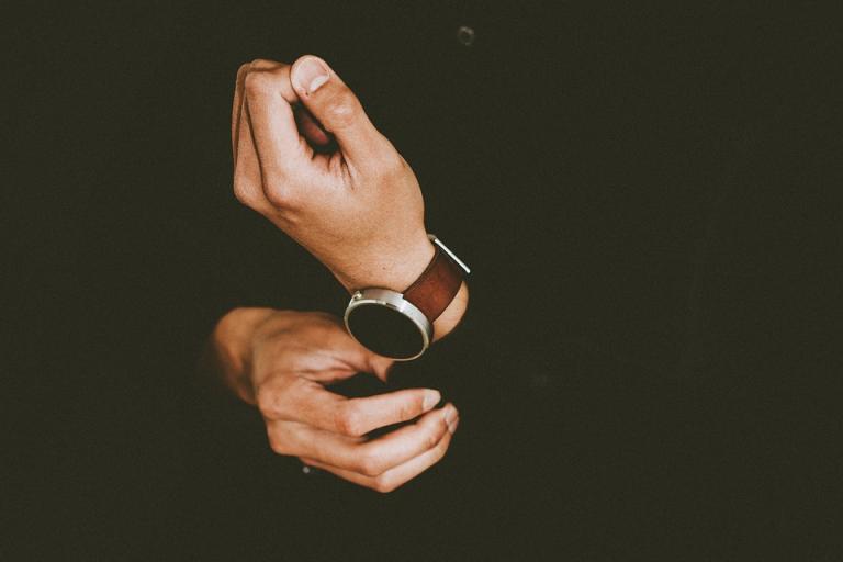 Razones para usar relojes de madera