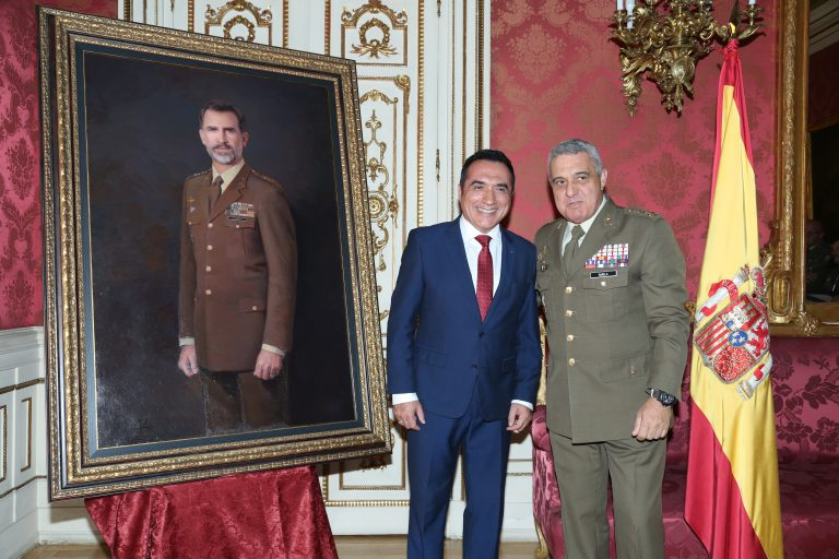 El retrato de Felipe VI, realizado por el pintor Antonio Montiel, ha sido presentado en el Cuartel General del Ejército de Tierra