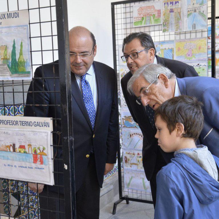 La Fundación AguaGranada expone las redacciones y dibujos de su concurso escolar