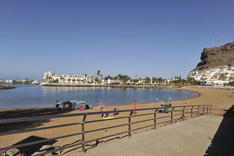 Mogán prohíbe fumar en las playas atendiendo la petición de los epidemiólogos
