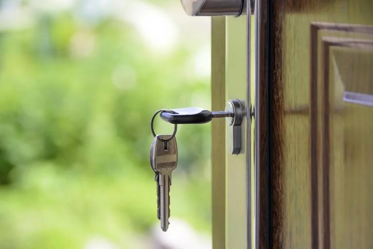 Consejos en caso de quedarse encerrado en casa o en alguna habitación
