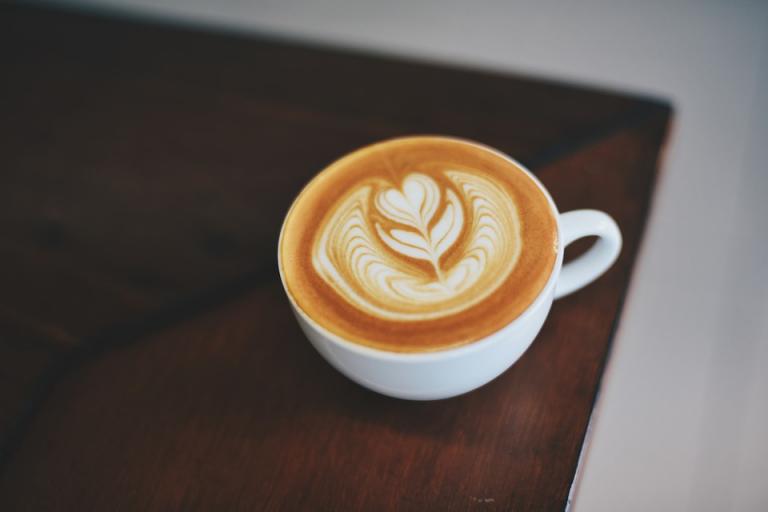 ¿Por qué elegir una cafetera express para tu hogar?