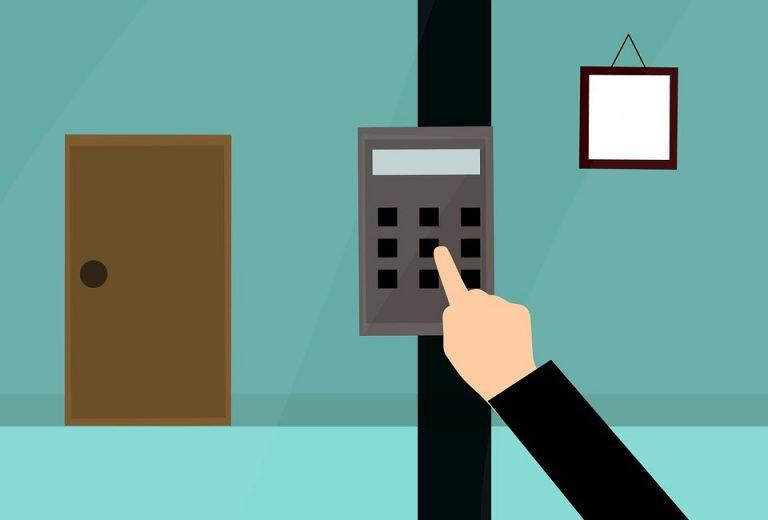 Medidas esenciales para no dejar a merced de ladrones y okupas los inmuebles en vacaciones